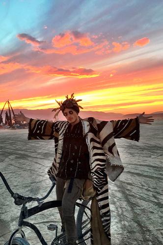 Буря в пустыне: Эдгардо Озорио — о том, как выжить на фестивале Burning Man фото [9]