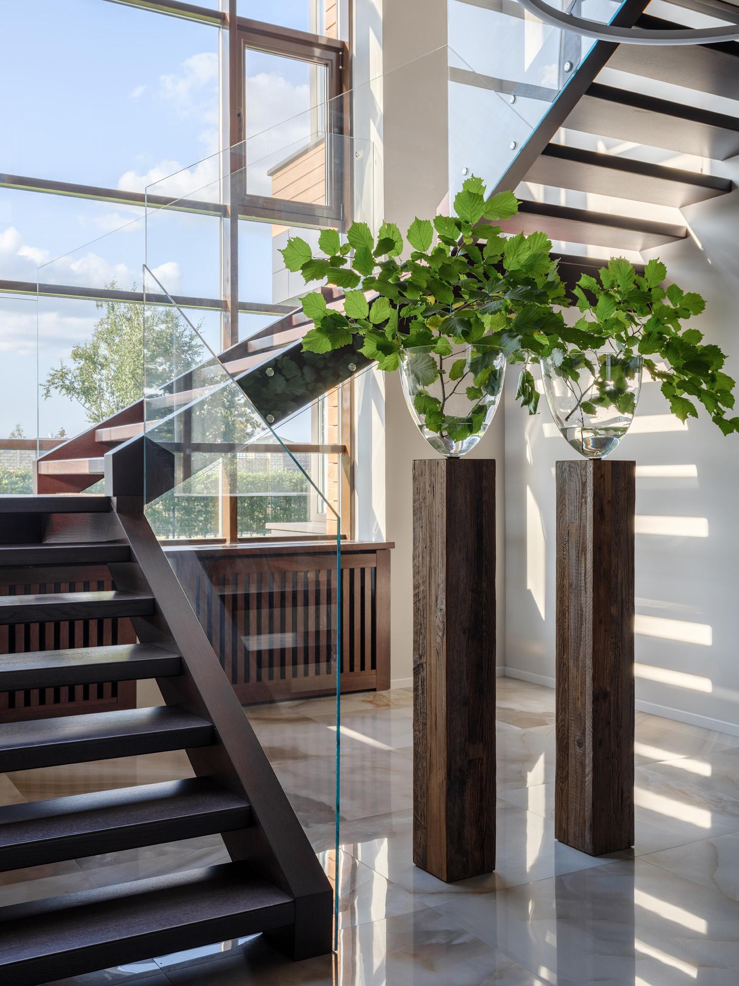 Как оборудовать лестницу: 25+ полезных идей (галерея 1, фото 2)