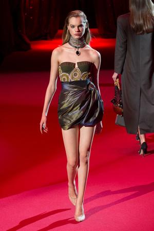 Показ Ulyana Sergeenko коллекции сезона Весна-лето  2017 года haute couture - www.elle.ru - Подиум - фото 616855