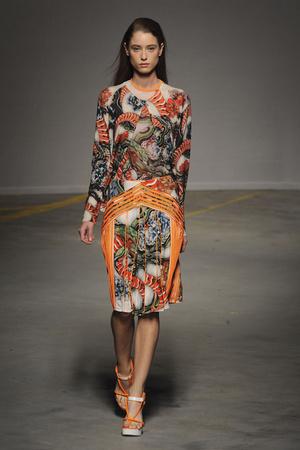 Показы мод Christopher Kane Весна-лето 2011 | Подиум на ELLE - Подиум - фото 2590
