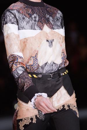 Показ Givenchy коллекции сезона Осень-зима 2013-2014 года Prêt-à-porter - www.elle.ru - Подиум - фото 547758