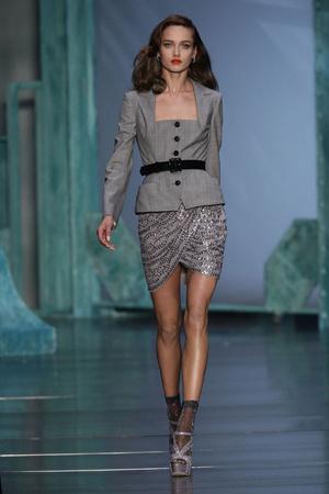 Показ Christian Dior коллекции сезона Весна-лето 2010 года prêt-à-porter - www.elle.ru - Подиум - фото 119432