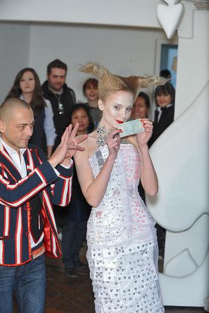 Показ On Aura Tout Vu коллекции сезона Весна-лето 2010 года haute couture - www.elle.ru - Подиум - фото 138772