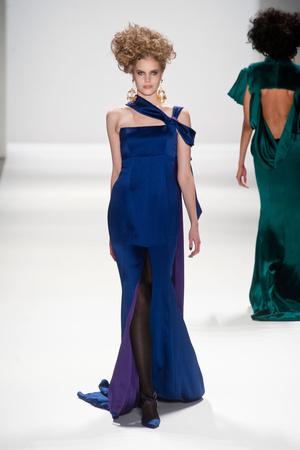 Показы мод Zang Toi Осень-зима 2013-2014 | Подиум на ELLE - Подиум - фото 806