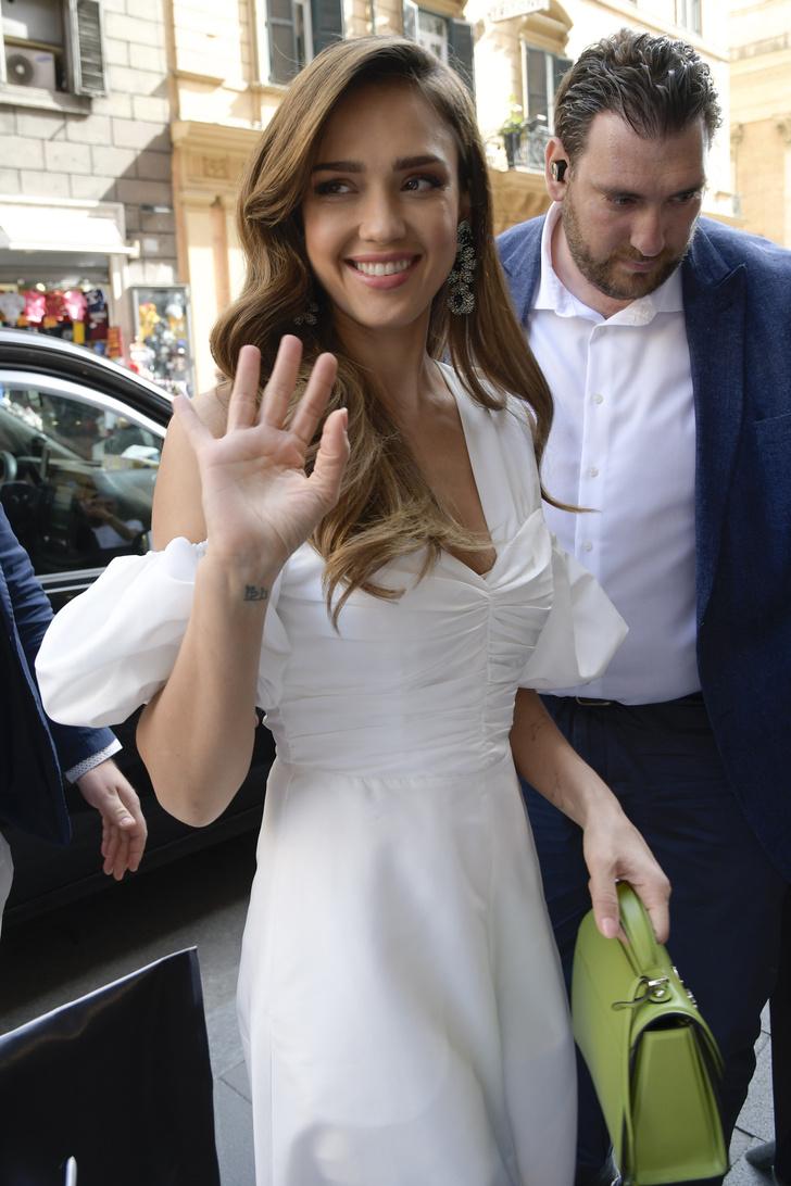 Бесподобно: самое эффектное белое платье на лето — у Джессики Альба (фото 2)