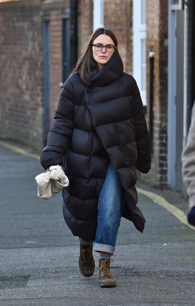 Кира Найтли нашла идеальный пуховик для холодной зимы (фото 1)