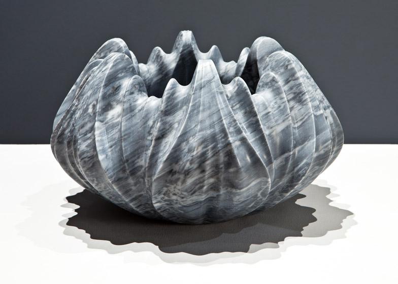 Мраморные вазы и столы от Захи Хадид | галерея [1] фото [3]