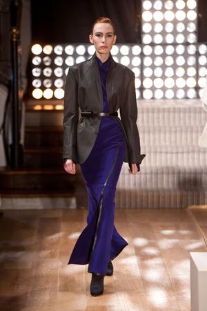 Показ Atelier Gustavo Lins коллекции сезона Весна-лето 2013 года Haute couture - www.elle.ru - Подиум - фото 479477