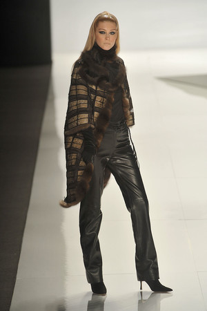 Показ Chado Ralph Rucci коллекции сезона Осень-зима 2009-2010 года Prêt-à-porter - www.elle.ru - Подиум - фото 89527