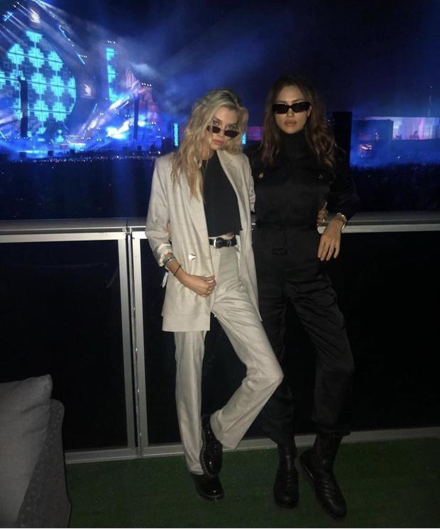 Блондинка + брюнетка: Ирина Шейк и Стелла Максвелл проводят каникулы в Саудовской Аравии (фото 1)