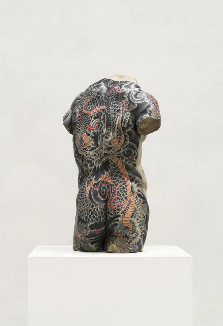 Художник Фабио Виале наносит татуировки на мраморные скульптуры (фото 7)