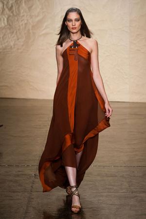 Показ Donna Karan New York коллекции сезона Весна-лето 2014 года prêt-à-porter - www.elle.ru - Подиум - фото 560000