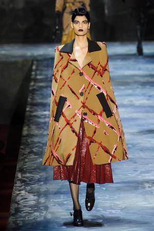 Показы мод Marc Jacobs Осень-зима 2015-2016 | Подиум на ELLE - Подиум - фото 4261