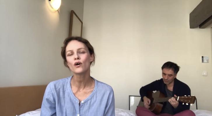Пронзительно и до слез: Ванесса Паради спела для всех медиков (фото 1)