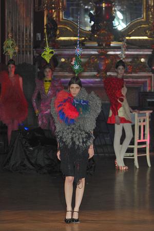 Показ Josep Font коллекции сезона Осень-зима 2009-2010 года Haute couture - www.elle.ru - Подиум - фото 88004