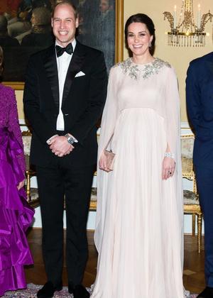 Настоящая принцесса: беременная Кейт Миддлтон затмила всех на приеме в Норвегии (фото 5)