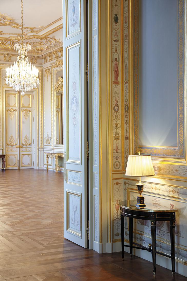 Элемент декора Семейной гостиной / Salon de Famille