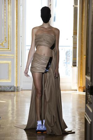 Показ Maison Martin Margiela коллекции сезона Осень-зима 2011-2012 года haute couture - www.elle.ru - Подиум - фото 277122