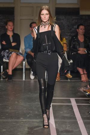Показ Givenchy коллекции сезона Весна-лето 2015 года prêt-à-porter - www.elle.ru - Подиум - фото 591259