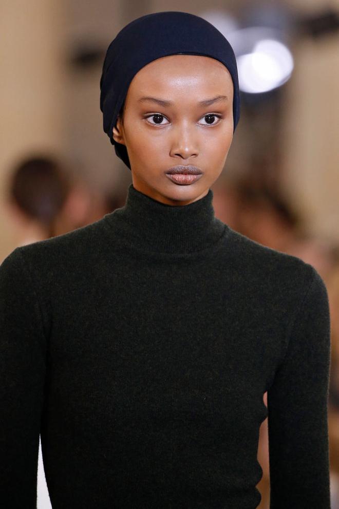 Макияж и укладки: 12 самых красивых образов Недели моды в Лондоне (фото 3)