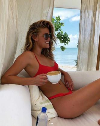 К Новому году готова: модель Нина Агдал поделилась снимками с пляжа (фото 5)