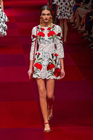Показ Dolce & Gabbana коллекции сезона Весна-лето 2015 года Prêt-à-porter - www.elle.ru - Подиум - фото 589983