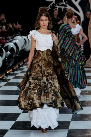 Показ Franc Sorbier коллекции сезона Весна-лето 2014 года Haute couture - www.elle.ru - Подиум - фото 575077
