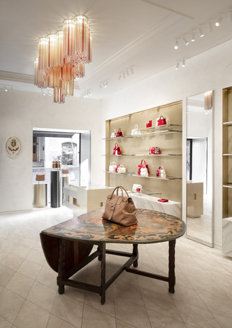 Delvaux opens its first boutique in Rome (фото 3.2)
