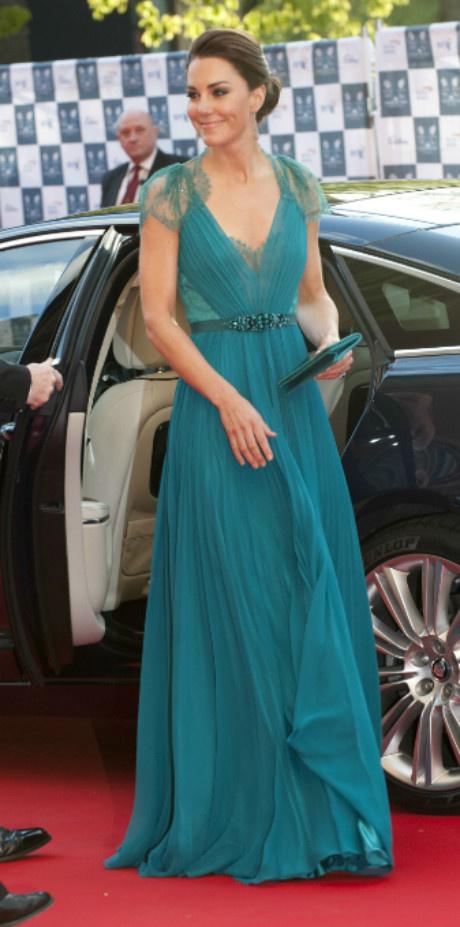 10 раз, когда Кейт Миддлтон пренебрегла королевским дресс-кодом фото [3]