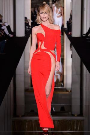 Показы мод Versace Haute Couture Весна-лето 2015 | Подиум на ELLE - Подиум - фото 4230