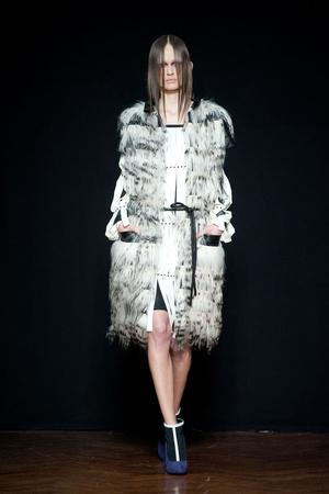 Показы мод Cristiano Burani Осень-зима 2012-2013 | Подиум на ELLE - Подиум - фото 1476