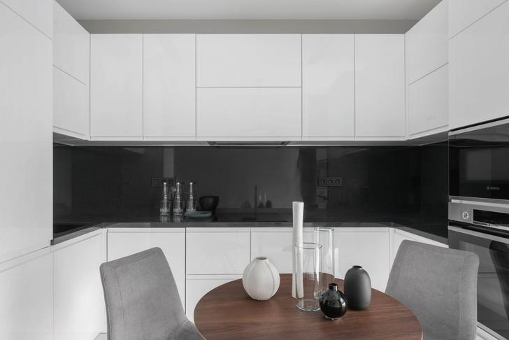 Все оттенки серого: минималистичная квартира 91 м² (фото 4)