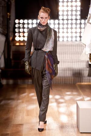 Показ Atelier Gustavo Lins коллекции сезона Весна-лето 2013 года Haute couture - www.elle.ru - Подиум - фото 479485