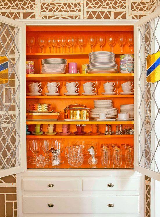Серванты, витрины, тарелки на стене: 30+ примеров (галерея 1, фото 4)