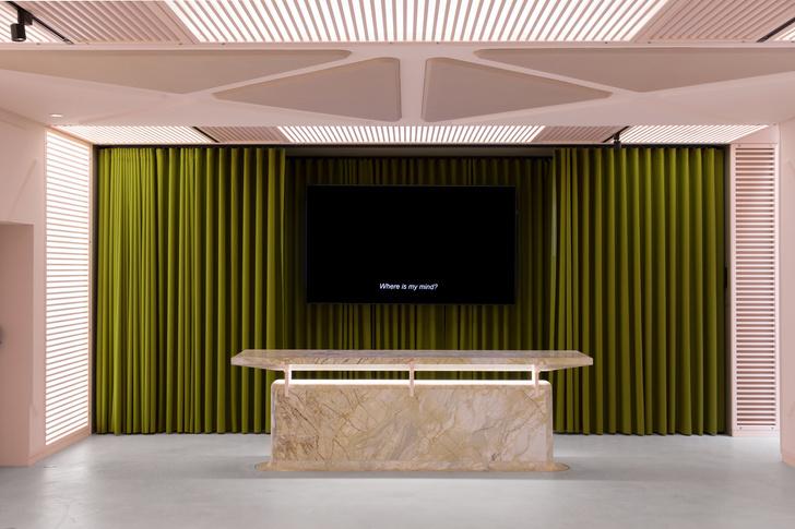 Розовый лаундж-бар по дизайну Дидье Фаустино (фото 2)