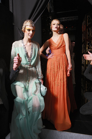 Показ Christian Dior коллекции сезона Осень-зима 2009-2010 года Prêt-à-porter - www.elle.ru - Подиум - фото 97645
