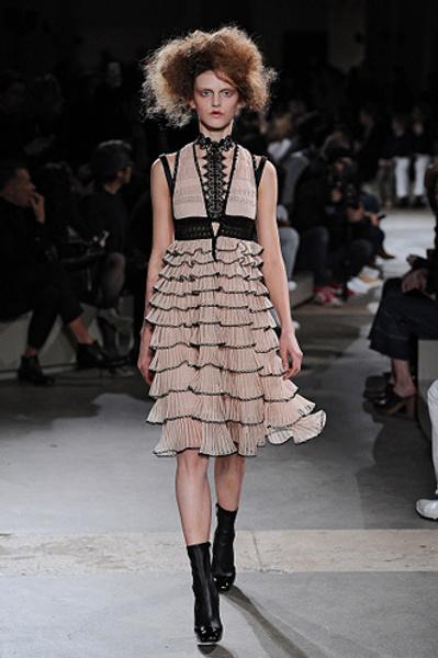 Неделя моды в Париже: показы Alexander McQueen и Paul & Joe ready-to-wear осень — зима 2015-2016 | галерея [1] фото [14]