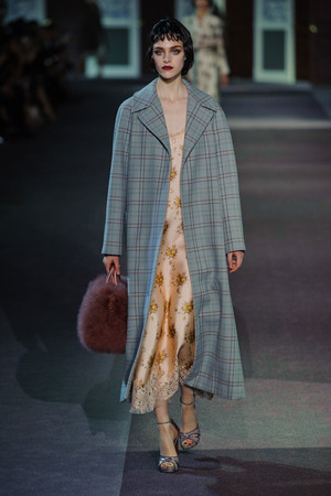 Показ Louis Vuitton коллекции сезона Осень-зима 2013-2014 года Prêt-à-porter - www.elle.ru - Подиум - фото 546959