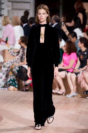 Показ Valentino коллекции сезона Осень-зима 2015-2016 года Haute couture - www.elle.ru - Подиум - фото 597455