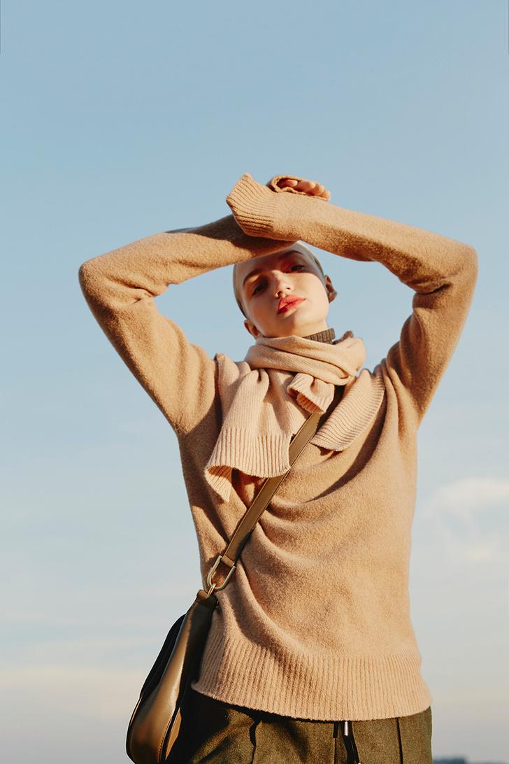 Модный аксессуар: 10+ осенних образов с шелковым платком фото [10]