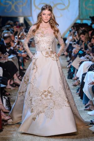 Показ Elie Saab коллекции сезона Осень-зима 2017-2018 года Haute couture - www.elle.ru - Подиум - фото 624192