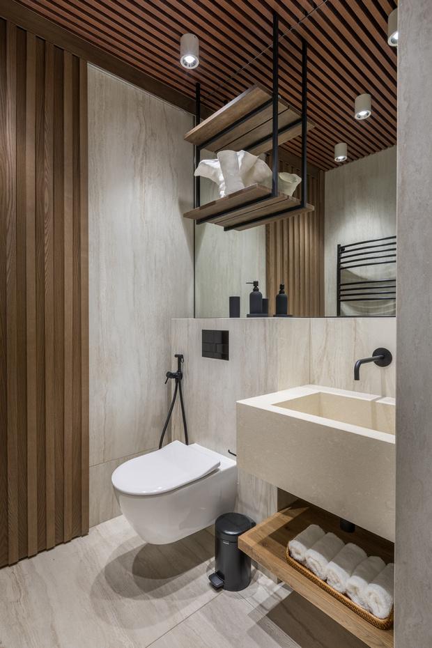 Квартира 76 м² с ванной в спальне и прозрачным камином (фото 16)