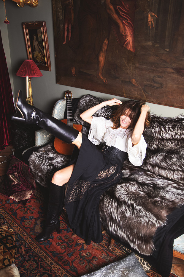Карла Бруни: «Я утонченная парижанка днем и панк-принцесса ночью!» (фото 15)