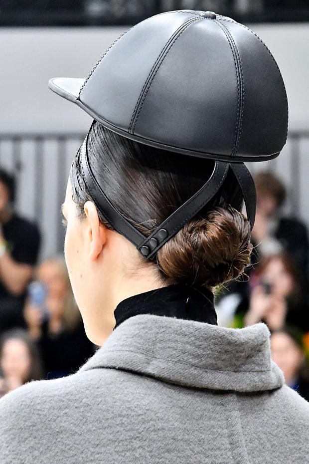 Макияж и укладки: 12 самых красивых образов Недели моды в Лондоне (фото 9)