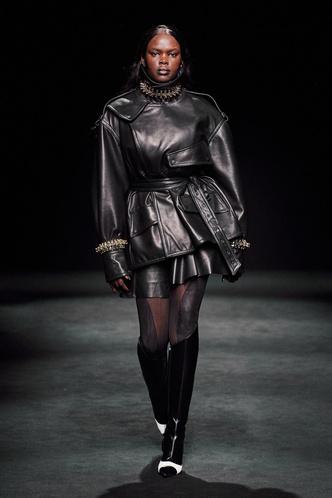 Прозрачные ткани, глубокое декольте и кожа: Mugler FW 2020 (фото 9.1)
