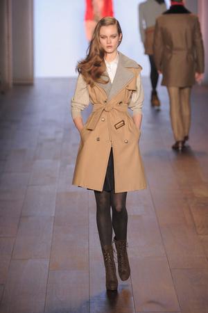 Показы мод Tommy Hilfiger Осень-зима 2010-2011 | Подиум на ELLE - Подиум - фото 2811