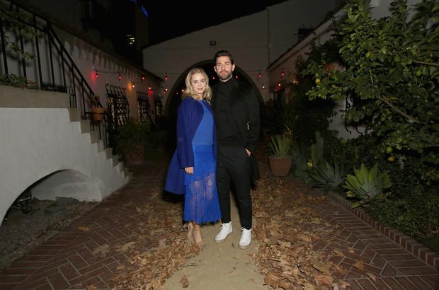 В оттенках кобальта: Эмили Блант в голубом наряде в компании Джона Красински (фото 2)
