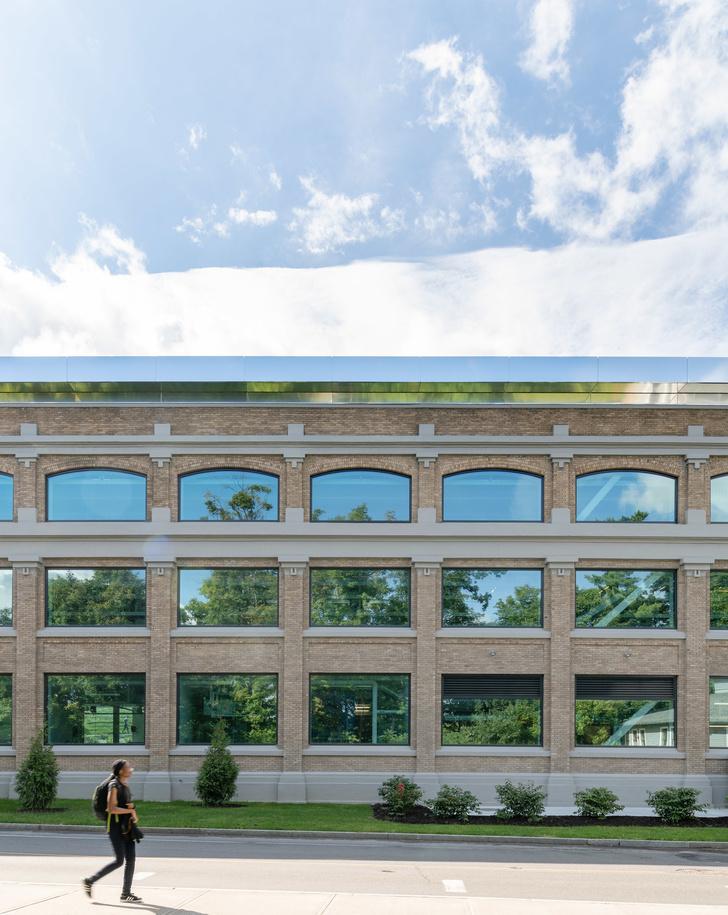 Библиотека с подвесными стеллажами Корнелльском университете (фото 10)