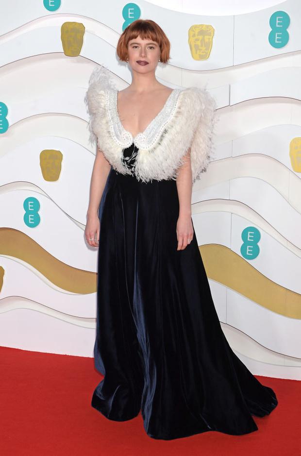 Как птица: Джесси Бакли в Miu Miu на премии BAFTA 2020 (фото 2)