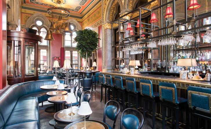 Викторианский бар в историческом лондонском отеле (фото 0)